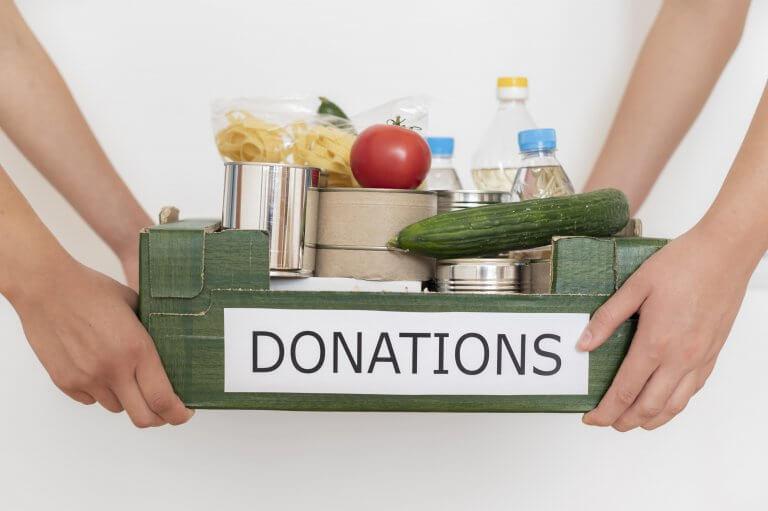 Distribution de carton de la banque alimentaire