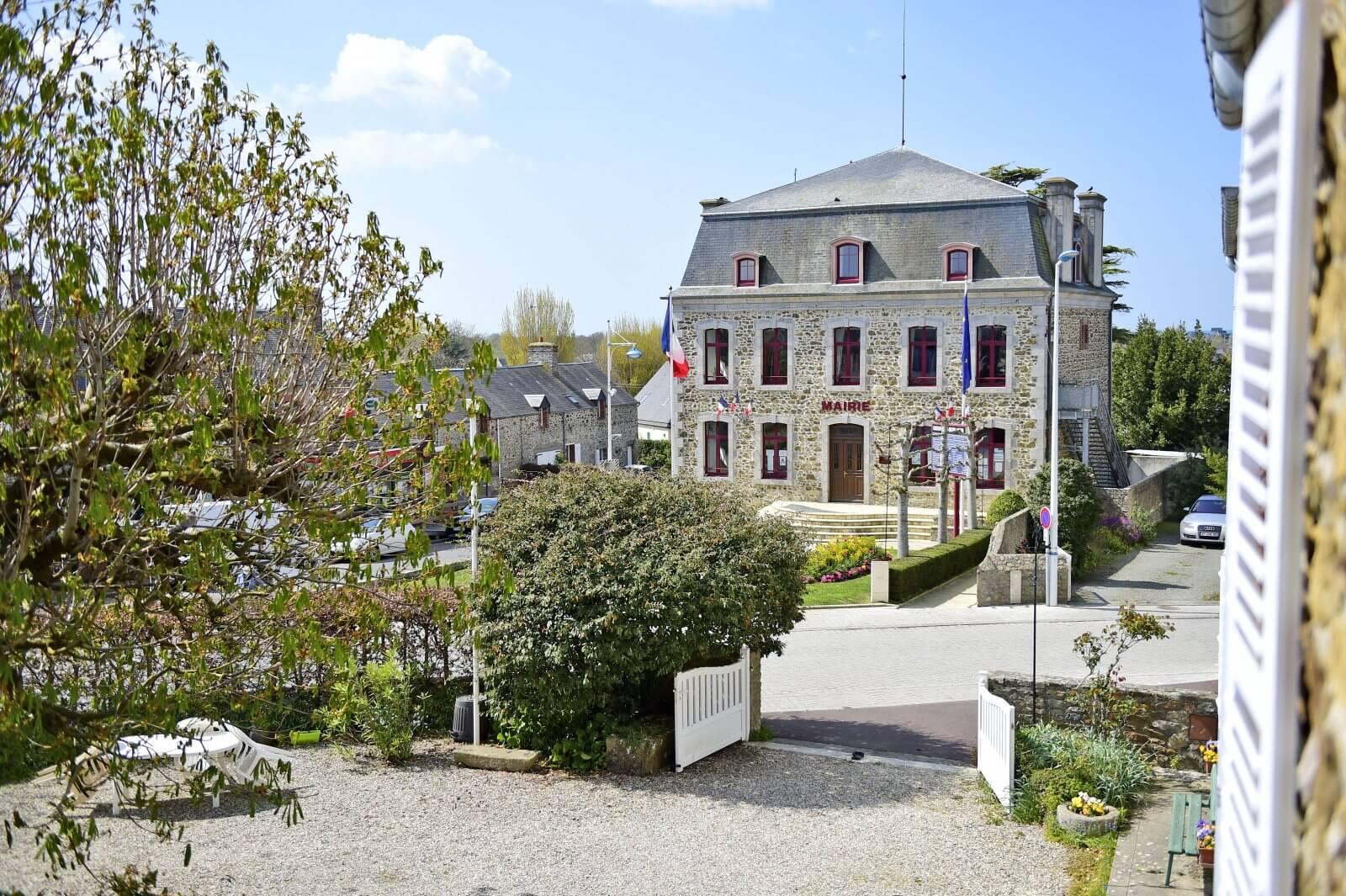 façade de la mairie de Gouville-sur-Mer