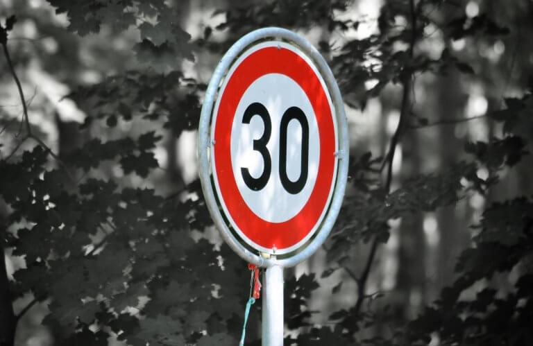 Panneau de circulation limité à 30km/h